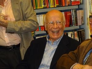 Don Emilio Lledó en la librería Jarcha. Foto tomada por Isabel Montero a 29 de abril de 2015
